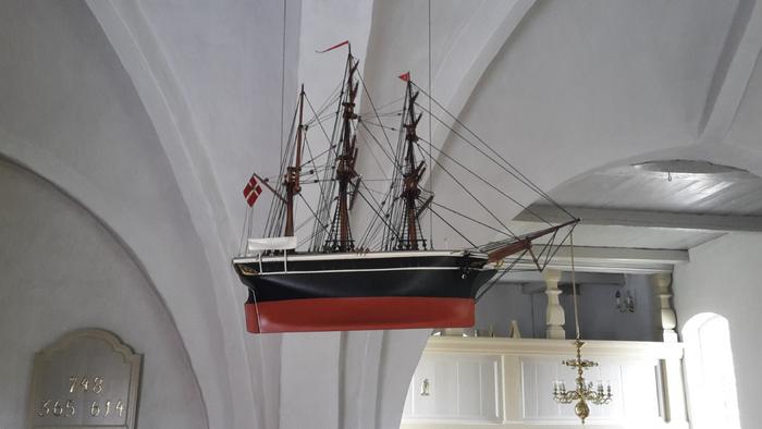 Mou kirke indefra skib i loftet