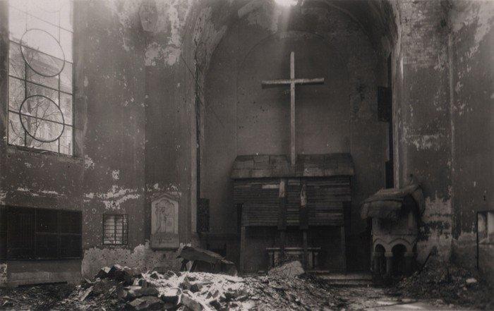 Altarraum der zerstörten Kirche