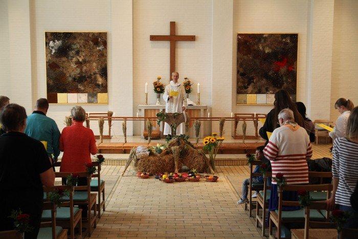 Kirken pyntet til høstgudstjeneste