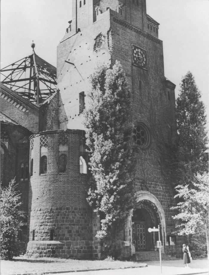 Insbesondere die Ostseite der Kirche war schwer beschädigt.