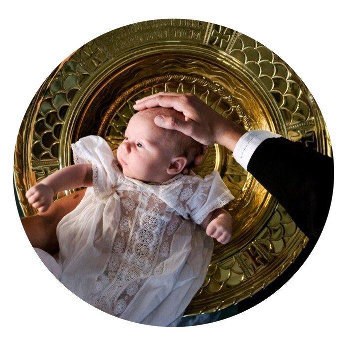Barn og dåbsfad