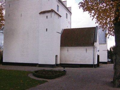 Våbenhus og tårn, set udefra