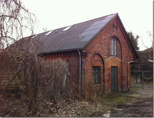 Bedesalen blev indviet som midlertidig sognekirke i 1892. Den havde oprindeligt været gymnastiksal