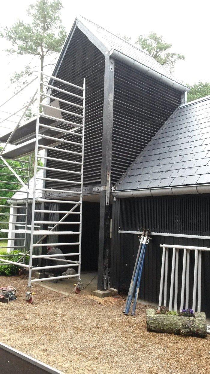 nye stolper i Dokkedal ved tårnet