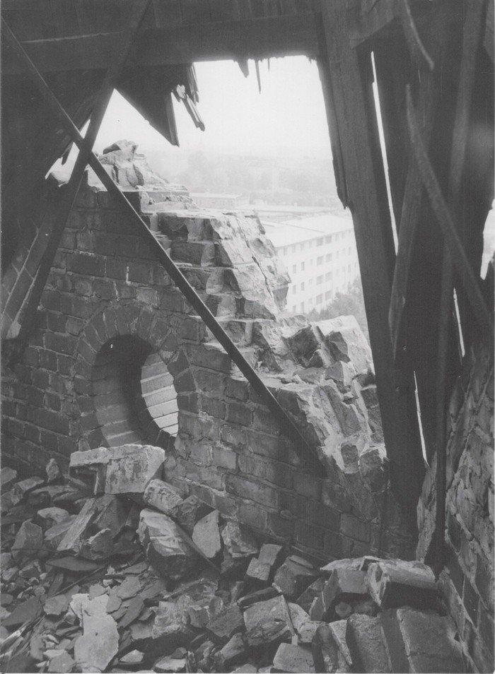 Auch der Turm wurde getroffen