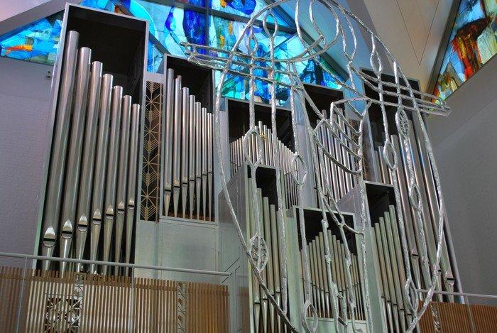 Orglet i Vejlå Kirke set fra kirkeskibet