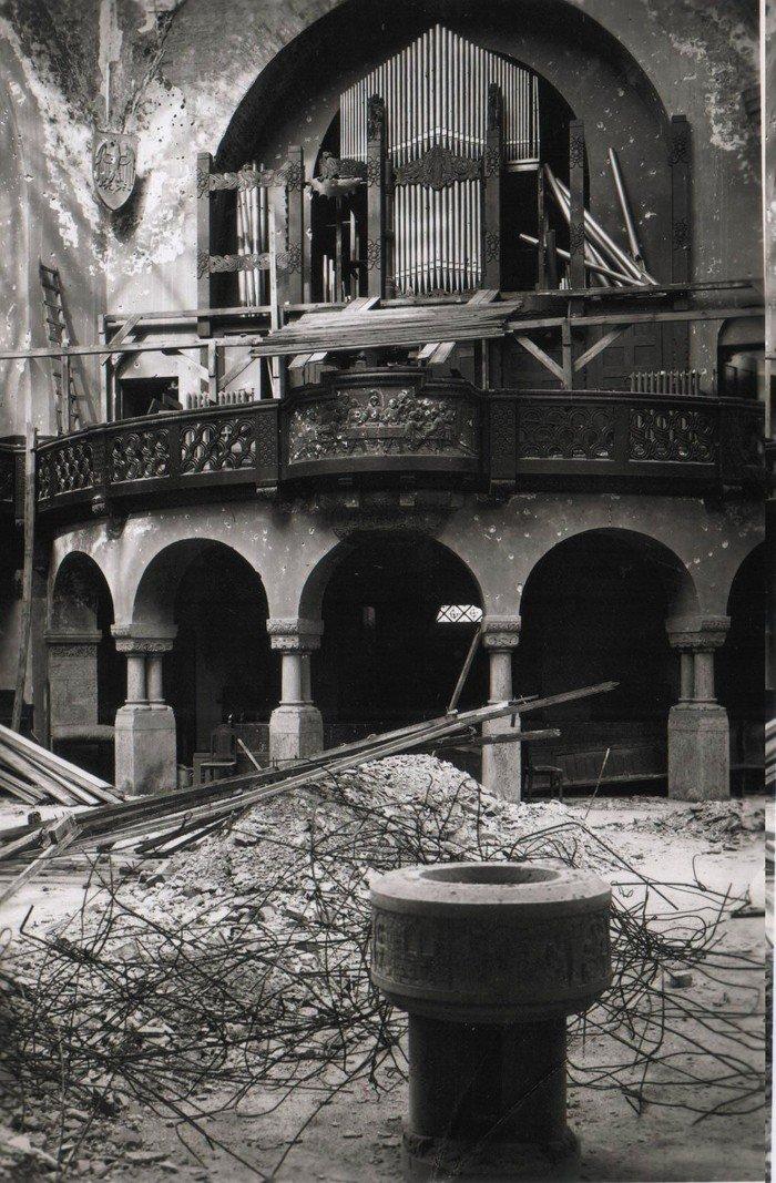 Auch die Orgel ist zerstört worden.