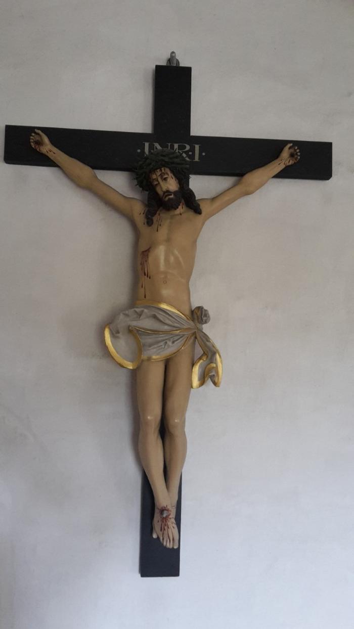 Mou kirke indefra kors med Jesus