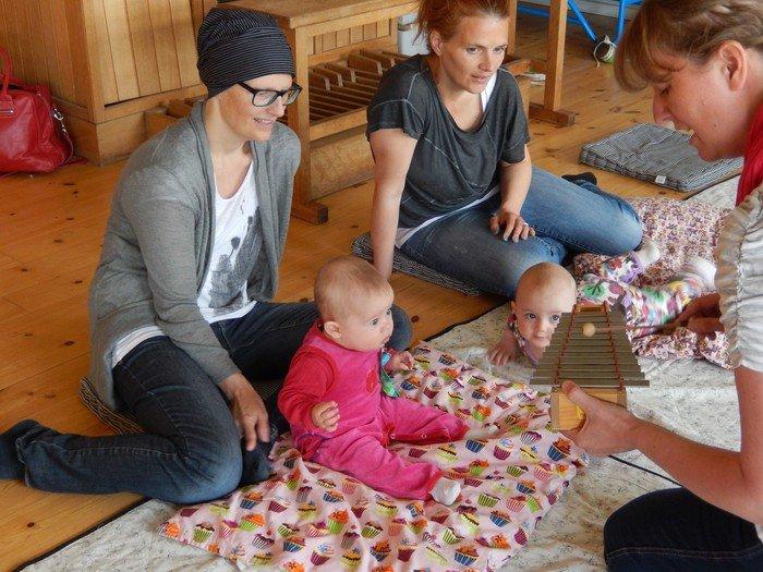 Billeder fra babysalmesang