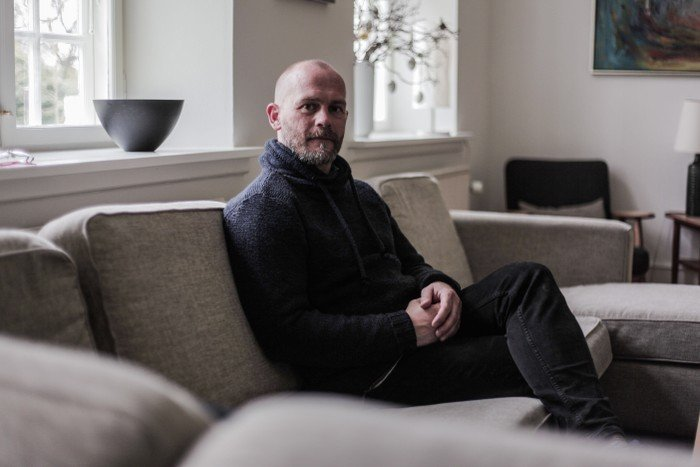 Billede af Ole i en sofa