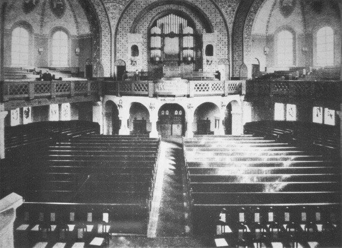 Blick auf die Orgelempore der neu eingeweihten Hochmeisterkirche