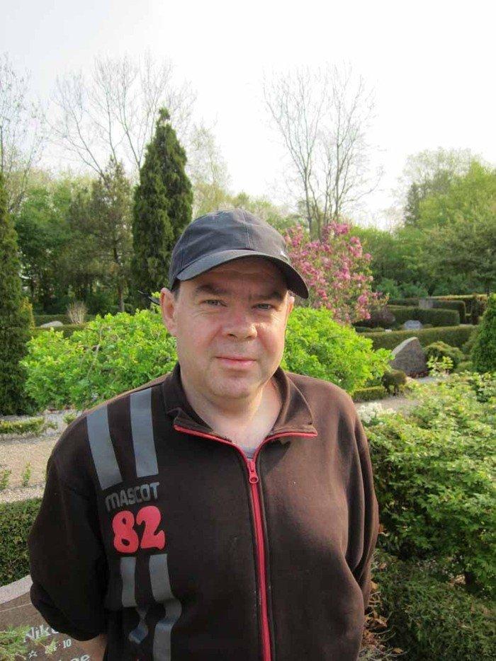 gravermedhjælper Jesper Roth