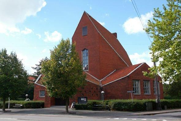 Sommerbillede af Hyltebjerg Kirke