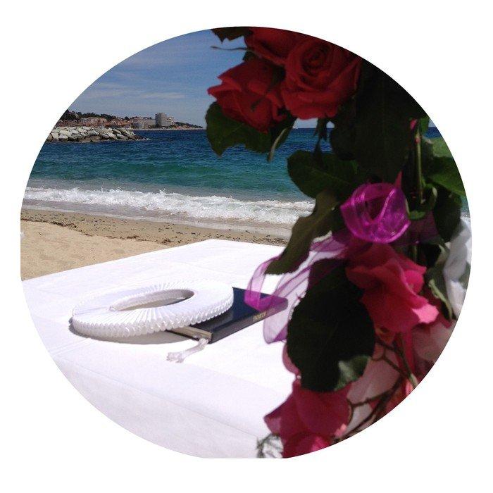 Blomst, bord og strand
