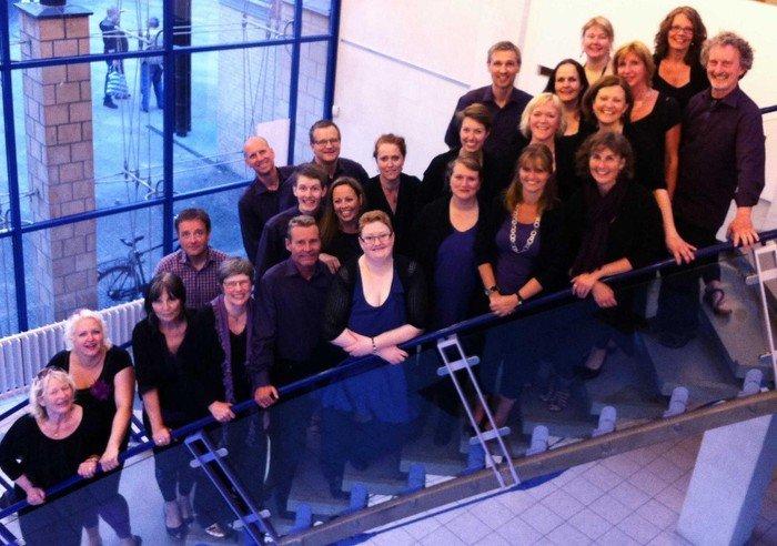 New Joy Gospel Choir står på trappe