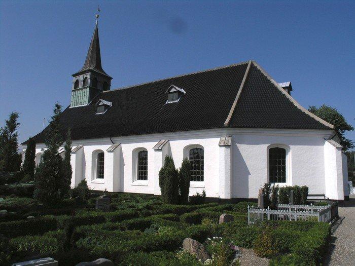 Kirken set fra øst mod vest