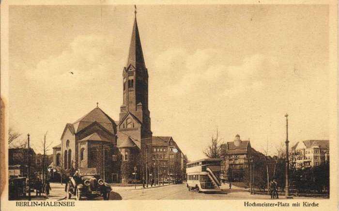 Postkarte aus den Zwanziger Jahren - Hochmeisterplatz mit Kirche