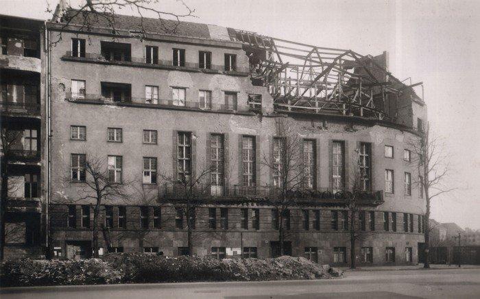 Am 14.2.1944 wird das Gemeindehaus und dabei besonders die Etagen mit den Pfarrwohnungen schwer getroffen.