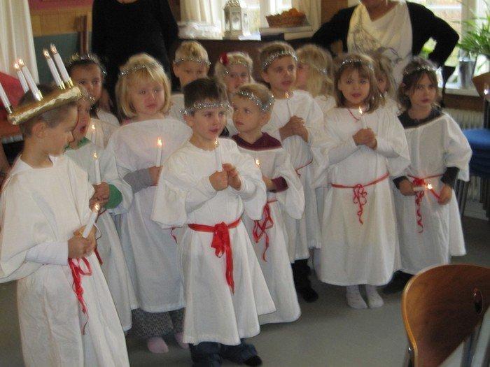 Lærken går Luciaoptog til jul.