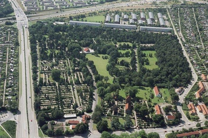 luftfoto over kirkegården