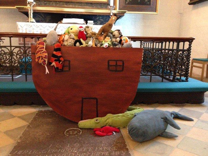 Noas ark lavet i pap