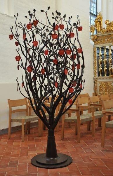 Æbletræ i kirken