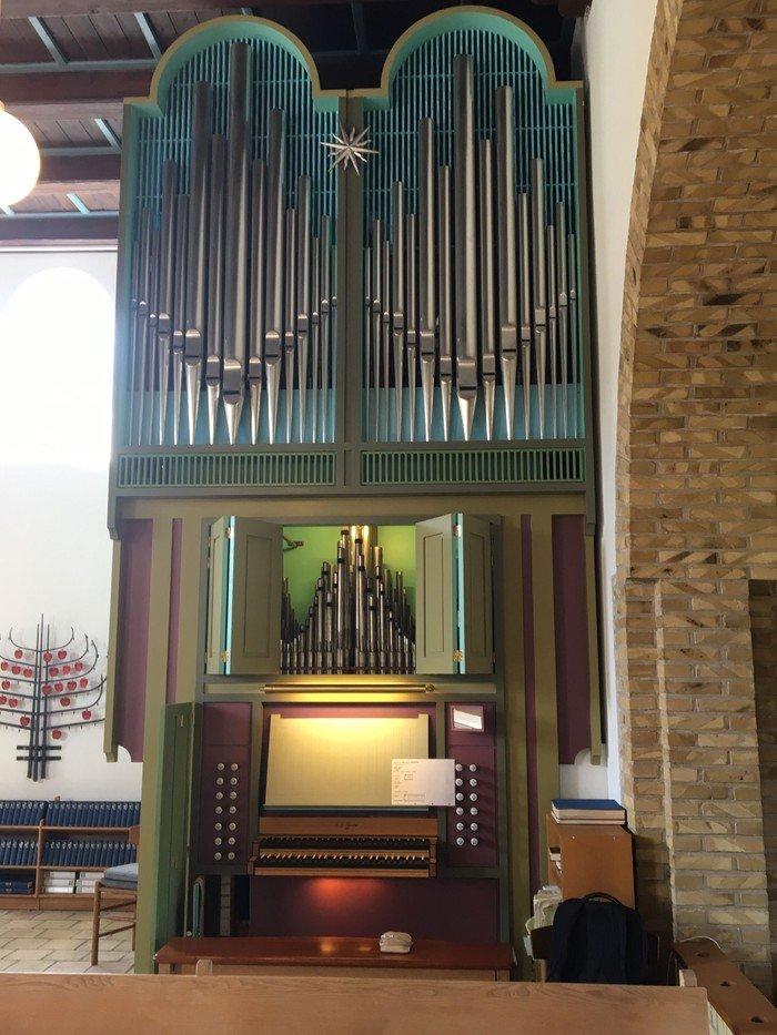 Lynæs Kirkes orgel