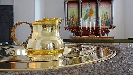 Dåbsfad og kande i Gauerslund Kirke