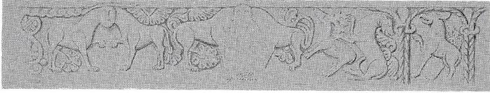 """Gjerrild-døbefontens billedrække udfoldet: fra venstre dobbeltløve, derefter dobbeltløve med menneske i """"fad"""", så ulv (eller hund) angriber hjort, og endelig til sidst i arkade et grif-lignende dyr. Planteornamentik omkring figurerne – måske er planterne beskyttende livstræer? Mackeprang s. 284."""