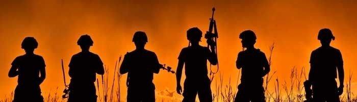 Billede af soldater med våben