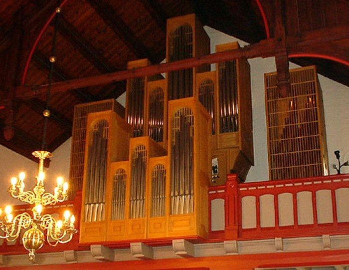 Orglet set nede fra kirken.