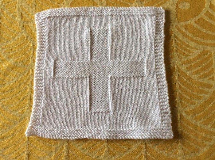 En dåbsklud med et kors.