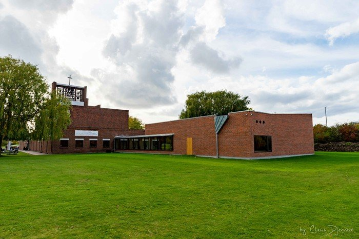 Den 24 oktober blev bygningen indviet under overværelse af en indbudt gruppe