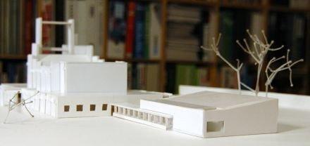Der er lavet et skitseprojekt til en tilbygning på ca 200 M2