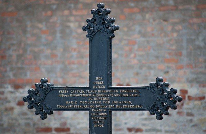 Kors fra ældre gravsted