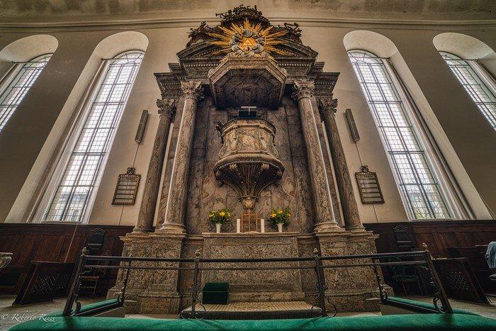 Christians Kirkes alter med orglet øverst