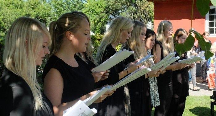 Ungdomskoret synger til Høstmarkedet
