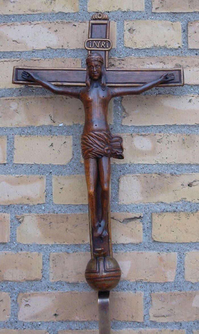 Christianskirkens krucifiks er ikke så stort og stammer fra 1300-tallet!