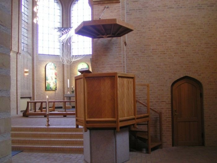 Christianskirken se indefra: Stilen er den for Klint´erne karakteristiske gotik i gule sten