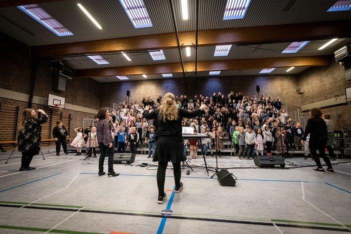 I Herstedøster kirkes korskole og Alle Kan Synge tilsammen, synger mere end 400 børn og unge i kor i op til 3 gange om ugen.