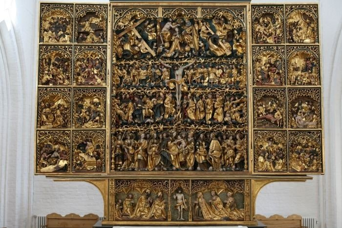 Altarpiece dating from the 1500s and carved by Claus Berg