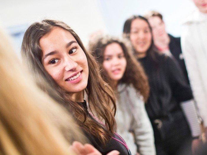Gruppebillede af nogle unge mennesker