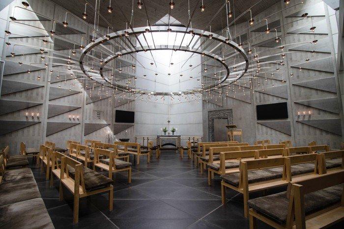 Foto af kirkerummet i Skæring Kirke