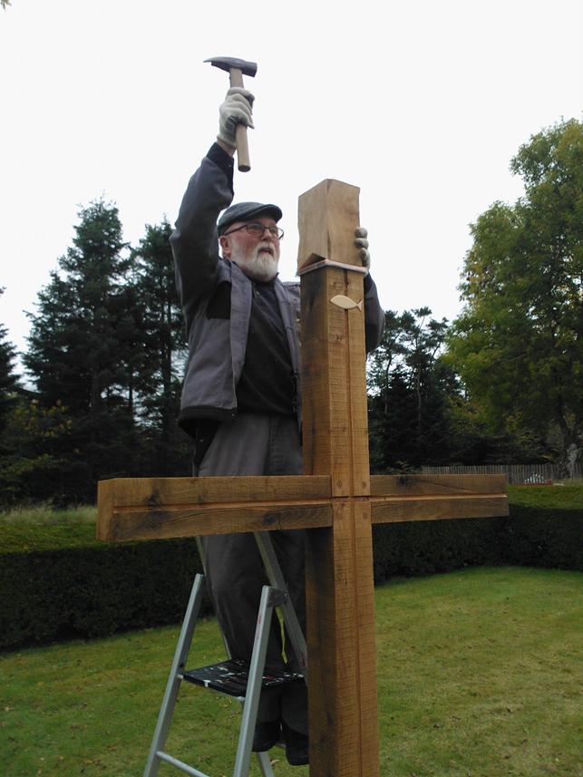 Nyt kors på Mou Kirkegård