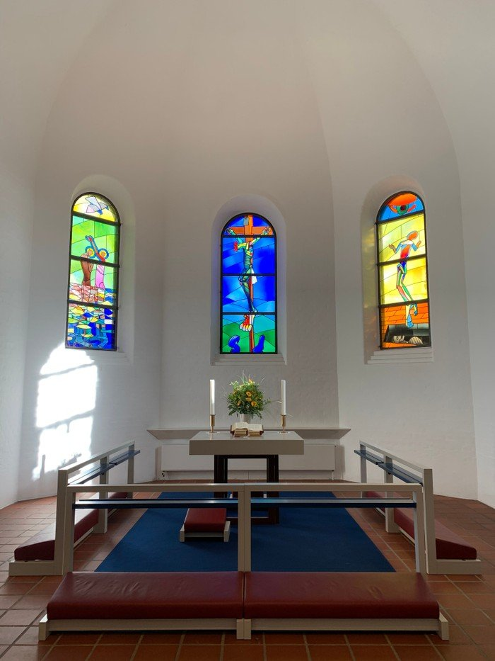 Glasmosaikkerne i Vanløse Kirkes korbue