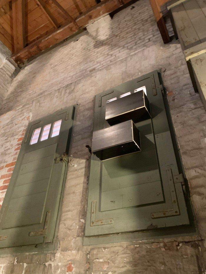 Foto: Redekasser opsat  indvendigt  i Vanløse Kirketårn - mursejlere