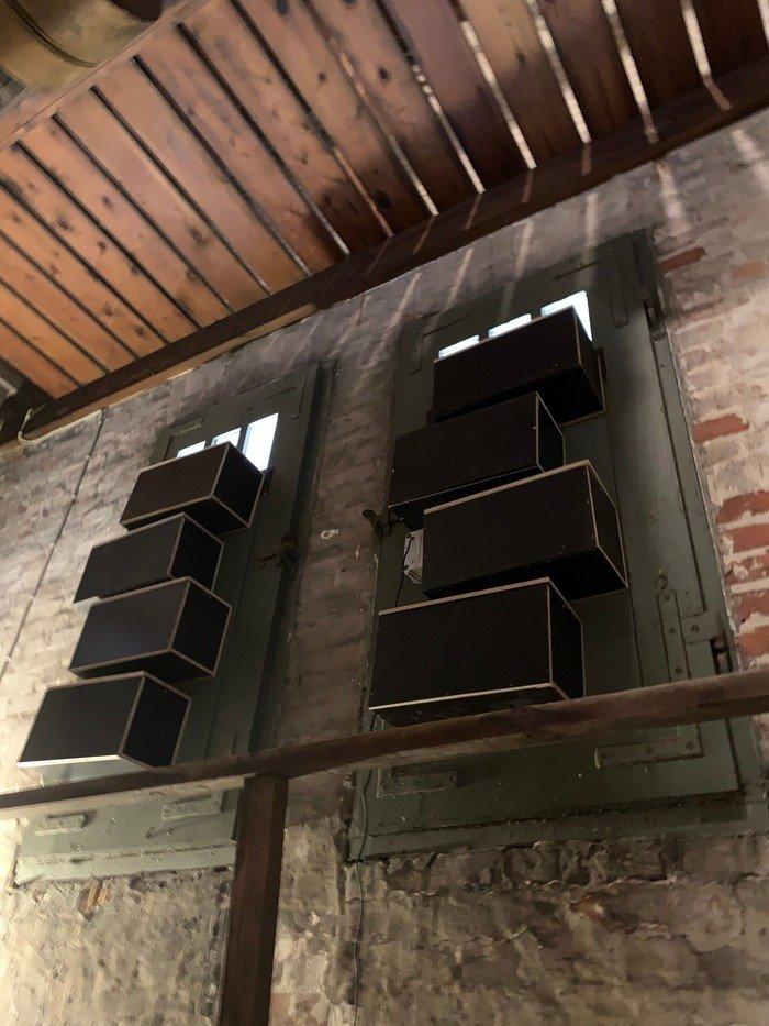 Foto: Redekasser i Vanløse Kirketårn til mursejlere