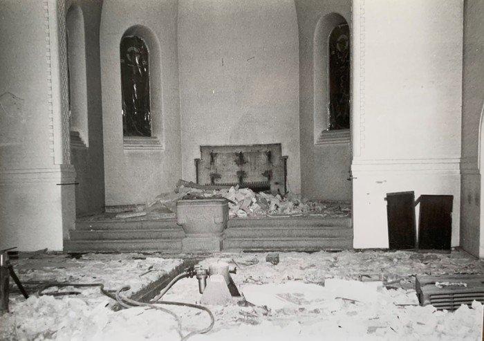 Billede fra renoveringen af Vanløse Kirke 1984