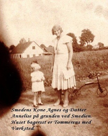 Smedens kone Agnes og datter Annelise
