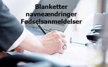 hånd som skriver på blanketter